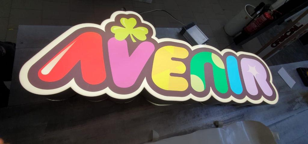 Leuchtbuchstaben-LED-logo-AVENIR