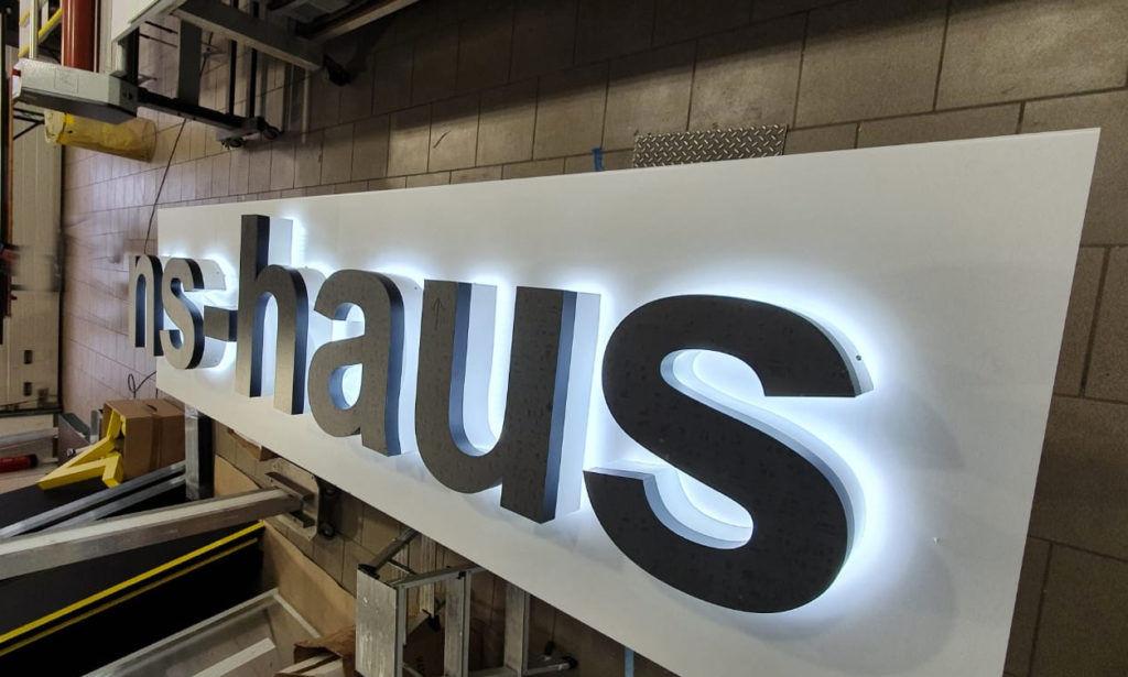 Leuchtbuchstaben-LED-logo-hs-Haus